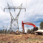 Sigalarm Excavator working near Power Line